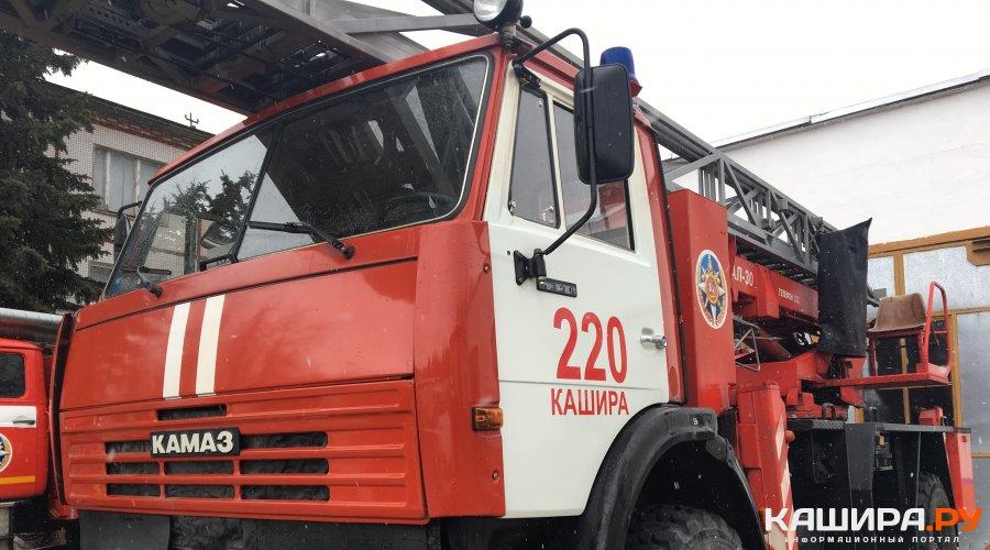 В тушении пожара в Колтово задействованы 3 единицы техники