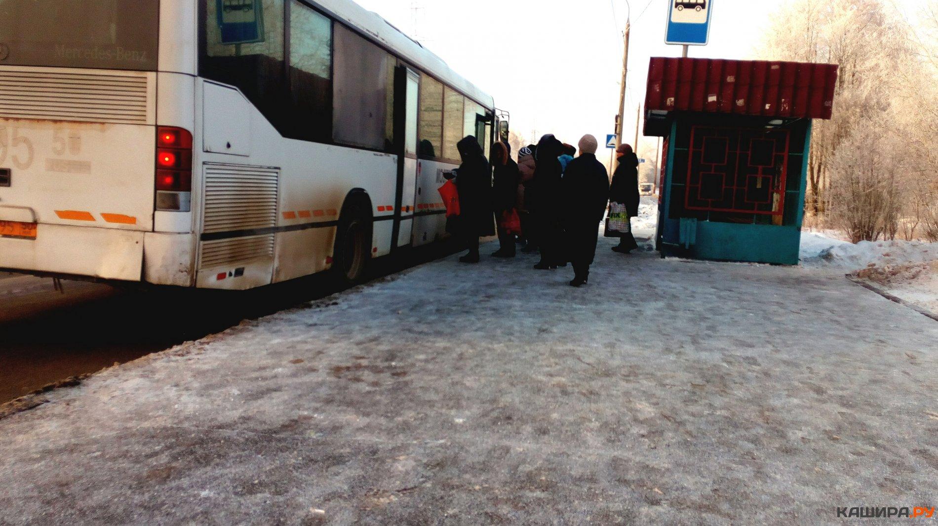 Касаются в автобусе, ебля с очень гигантским членом